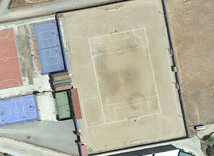 Comienzan las obras de colocación de césped artificial en el campo de fútbol de Villanueva del Duque