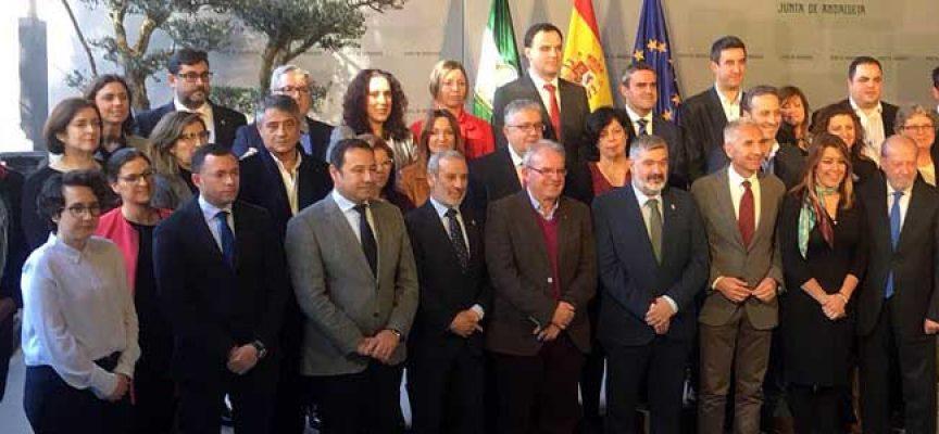 Varios pueblos de Los Pedroches firman el convenio con la Red Andaluza de Teatros Públicos, Enrédate, para 2018