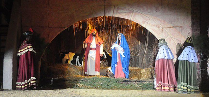 El Auto Sacramental de los Reyes Magos completa todas sus representaciones pese al intenso frío y a la lluvia