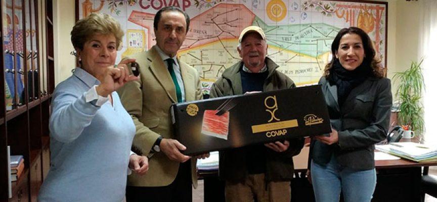 El ganador de 'La Bellota Más Grande' recibe una paleta ibérica de la D.O.P. Los Pedroches
