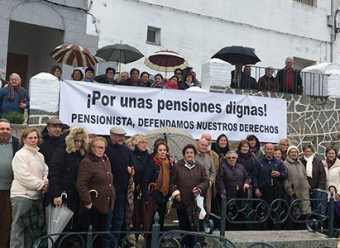 Los pensionistas de Pedroche se manifiestan en la localidad 'por unas pensiones dignas'