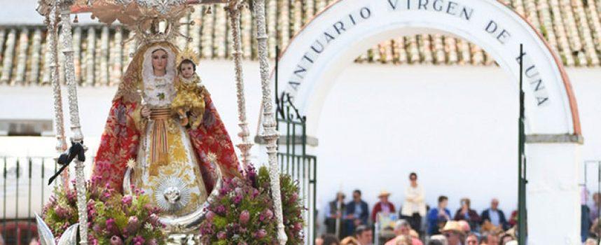 Miles de personas disfrutan de las fiestas de la Virgen de Luna, que culminan hoy con la Romería en la Jara