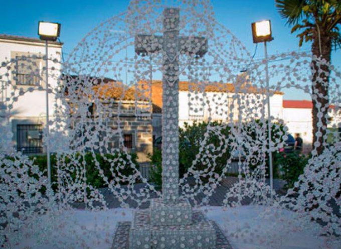 La Cruz de Cantarranas gana en la Fiesta de la Cruz de Añora con una creación compuesta con pipas de calabaza