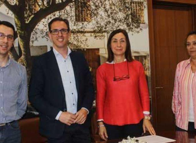 El Ayuntamiento de Pozoblanco firma un convenio con la Asociación Recuerda de familiares de personas con Alzheimer