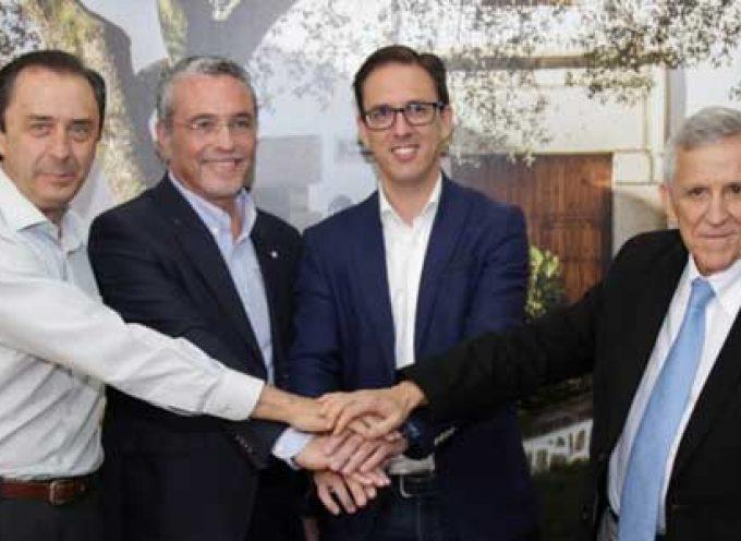 El Ayuntamiento firma un convenio con Covap y Prode para la replantación de encinas con el programa El Dehesafío