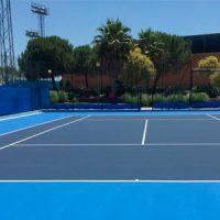 El Ayuntamiento de Pozoblanco reforma dos pistas de tenis del Polideportivo Municipal