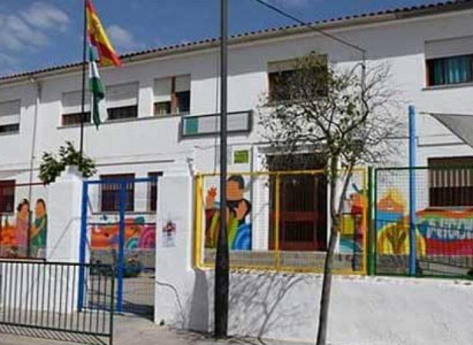 El AMPA San Pedro recoge firmas denunciando deficiencias en el CEIP Nicolás del Valle, de Villaralto