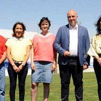 El campo de fútbol de Villanueva del Duque estrena césped artificial con una inversión de 373.000 euros de Diputación
