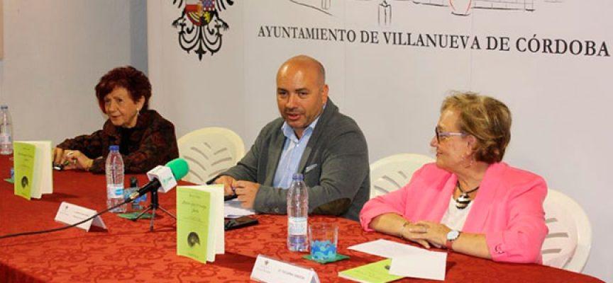 Juana Castro presentó en Villanueva de Córdoba su poemario 'Antes que el tiempo fuera' [vídeo]