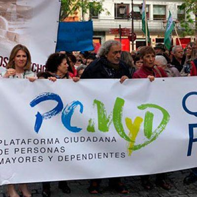 Unas 300 personas se manifiestan en Sevilla para reclamar el cumplimiento de la Ley de Dependencia en Los Pedroches
