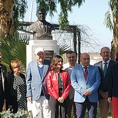 Homenaje en Villanueva de Córdoba a Tomás Muñoz Romero, empresario y productor musical