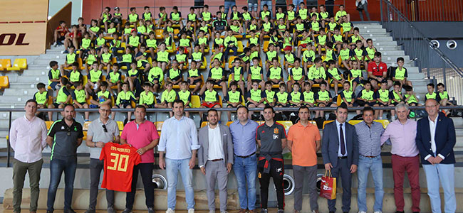 La Escuela Fútbol Base Pozoblanco visita la Ciudad del Fútbol con motivo de su 30 Aniversario