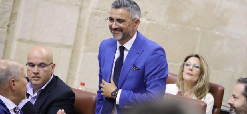 Emiliano Pozuelo promete su cargo como diputado en el Parlamento de Andalucía