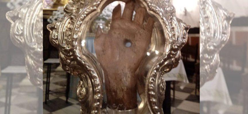 La cofradía explica la exposición de la antigua mano de la Virgen de Luna el 18 de julio