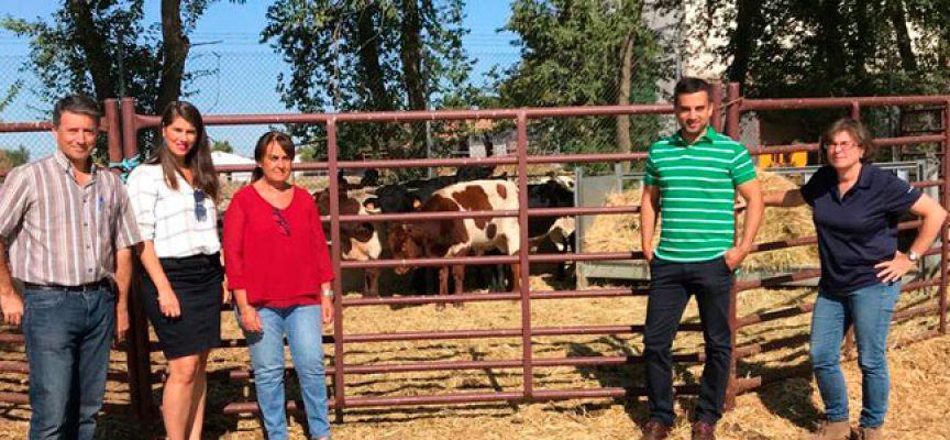 La delegada de Agricultura valora las investigaciones que realiza el Centro IFAPA de Hinojosa del Duque