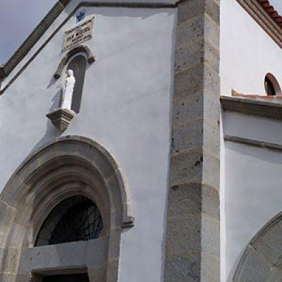 Se reabre la capilla del cementerio de Villanueva de Córdoba tras restaurarla con una inversión de 135.000 euros