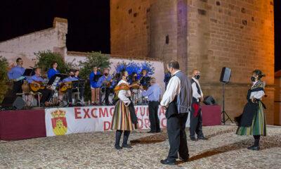 Jotas de Los Pedroches a pies de la Torre Parroquial de Pedroche
