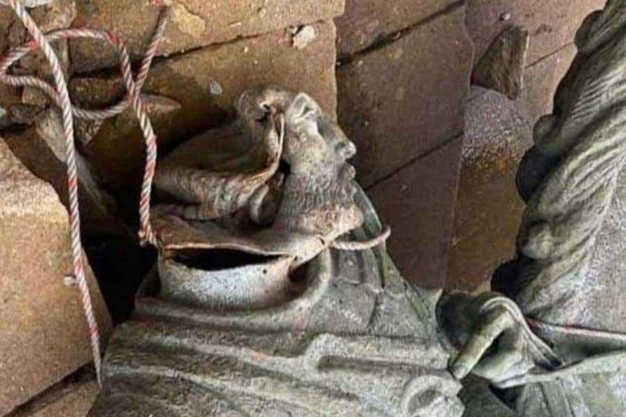 Indígenas tumban la estatua de Sebastián de Belalcázar en el suroeste de Colombia