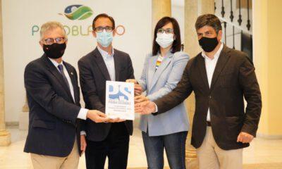 La Diputación entrega a Pozoblanco la placa de Pueblo Saludable, obtenida en 2020
