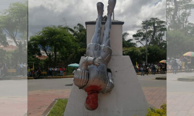 Tumban la estatua del pedrocheño Francisco Fernández Contreras en la colombiana ciudad de Ocaña